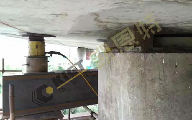 同步顶升液压系统用于盆式支座改换橡胶支座现场